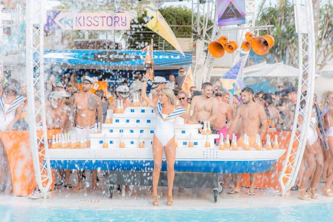 Kisstory en Ocean Beach Ibiza (martes)